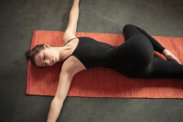 упражнение скурчивания в стороны